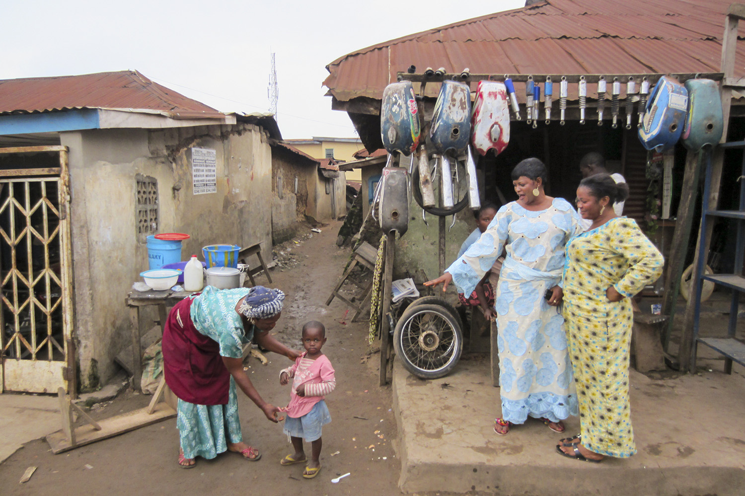 Matriarchs and a small child in Akure, Nigeria. Shutterstock.